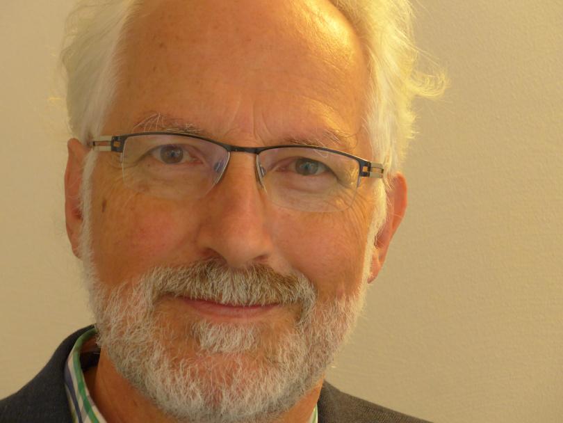 Der Kunsttherapeut und Psychoonkologe Josef Ulrich wirkt an der Klinik Öschelbronn. Foto: © Ronald Richter, Info3