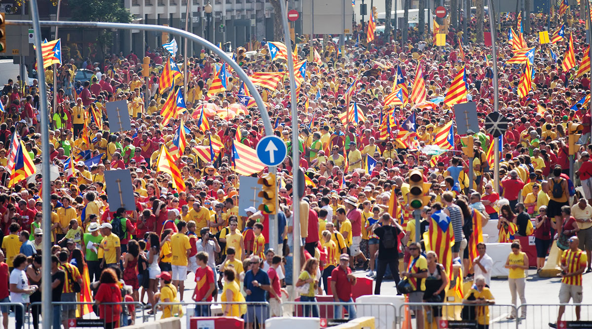 Der katalanische Nationalismus ist im Kern ein Antinationalismus. Katalanische Unabhängigkeitsbefürworter demonstrieren gegen die kulturelle Hegemonie der Zentralregierung in Madrid. Foto: © JackF / Fotolia.com
