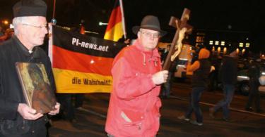 """Demo für """"die Wahrheit"""". © kreuzzeichen.blogspot.de - Info3 Verlag 2018"""
