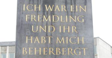 Der Obelisk von Olu Oguibe in Kassel. ©Wikimedia / Info3 Verlag 2018