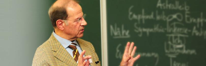 Info3-Podcasts. Prof. Dr. Volker Fintelmann. © Info3 Verlag